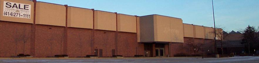 This shuttered JCPenney store in Milwaukee, Wisconsin has a clear labelscar