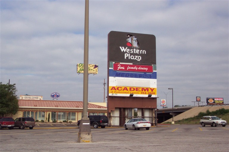 Western Plaza sign in Amarillo, TX