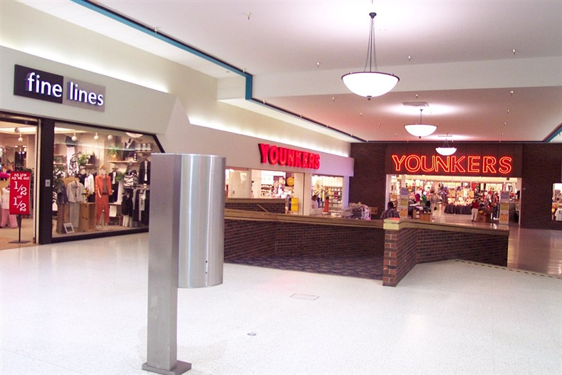 Labelscar: The Retail History BlogCrossroads Mall; Fort Dodge, Iowa