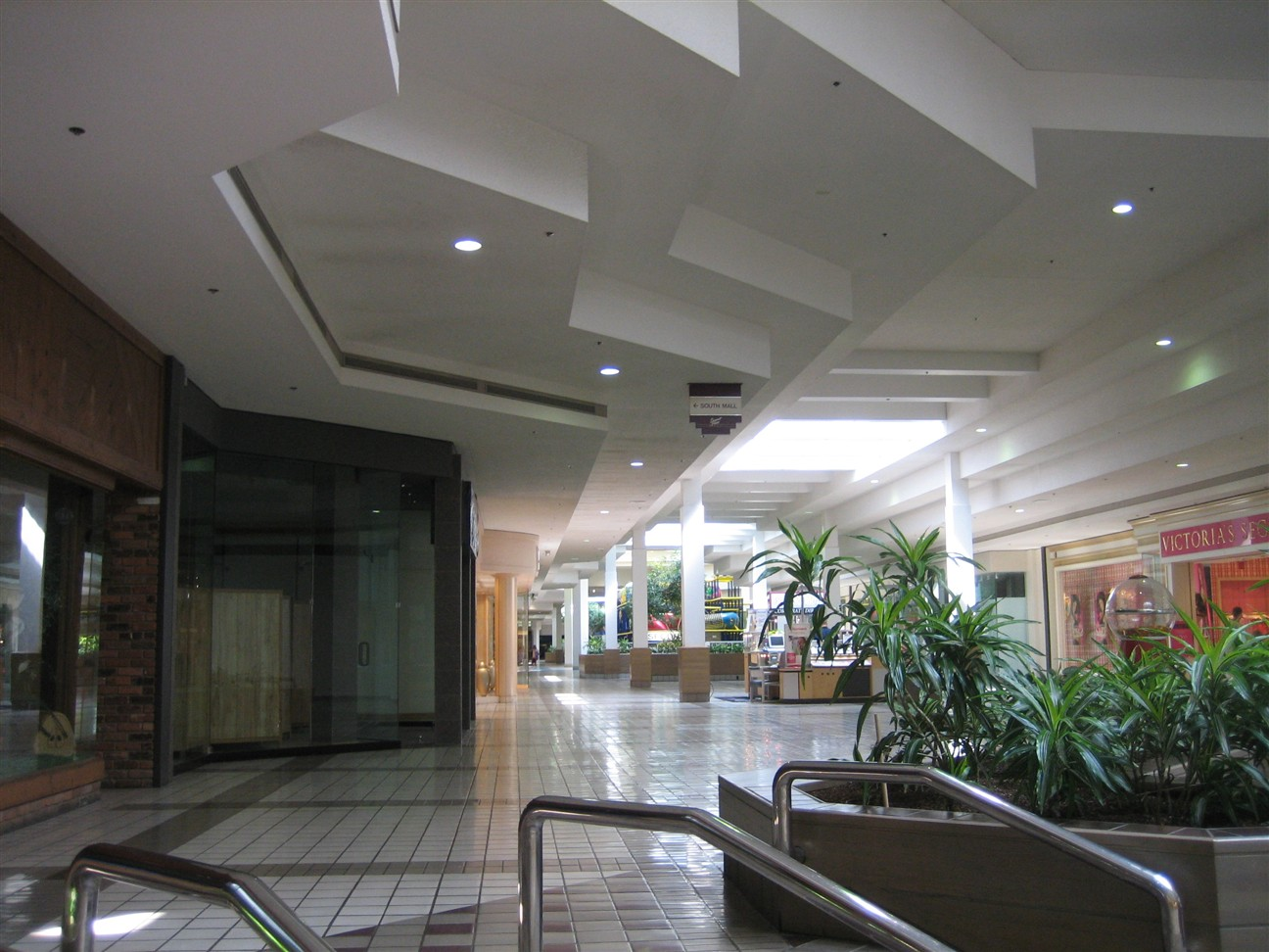 Summit Mall Stores >> Labelscar The Retail History Blogsummit Place Mall Waterford