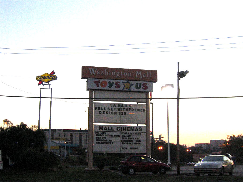 Washington Mall sign in Washington, PA