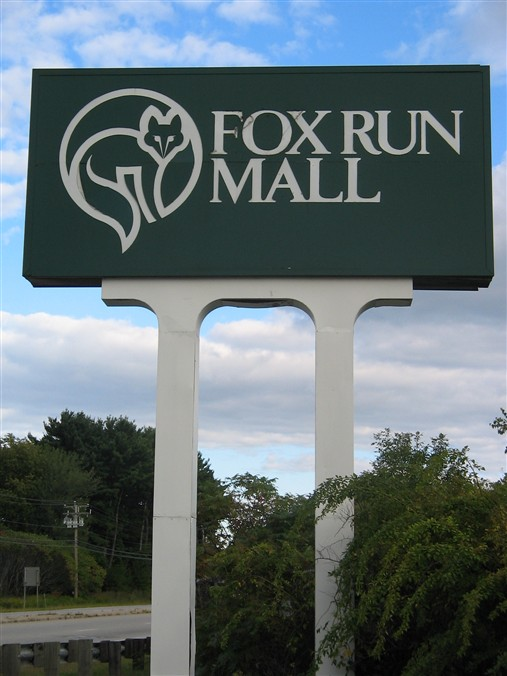 Fox Run Mall pylon in Newington, New Hampshire