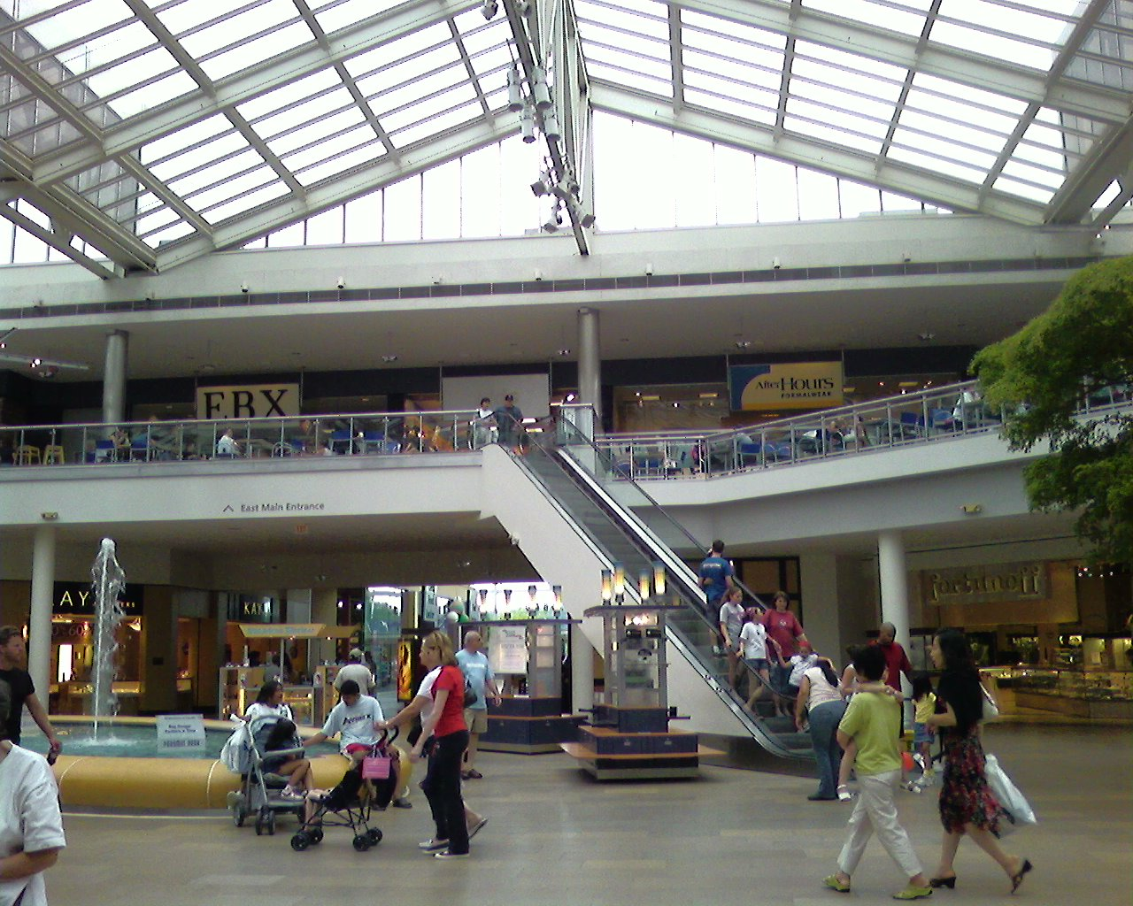 Paramus boasts a diverse economic and cultural community due to the enormous mix of business, tourism, and entertainment generated by Teterboro Airport, the Meadowlands Sports Complex, Westfield Garden State Plaza, Paramus Park, the outlets at Bergen Town Center, Fashion Center, 35 Plaza, the Shops at Riverside, and other nearby shopping malls.