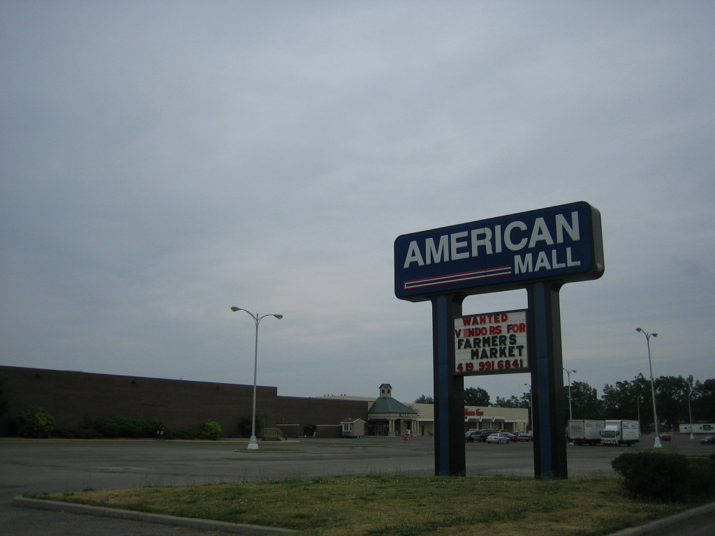 American Mall pylon in Lima, OH