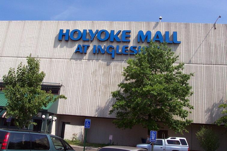 holyoke-mall-2001-02.jpg