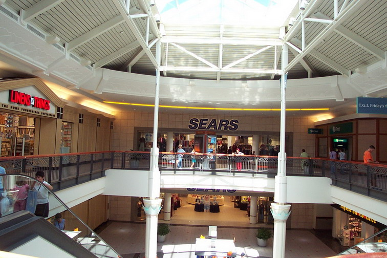 solomon-pond-mall-2001-02.jpg