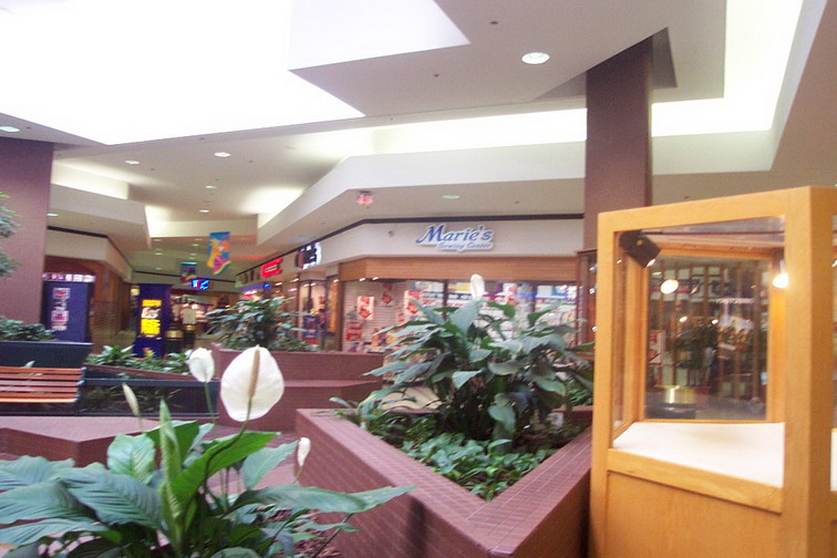 woburn-mall-2001-06.jpg
