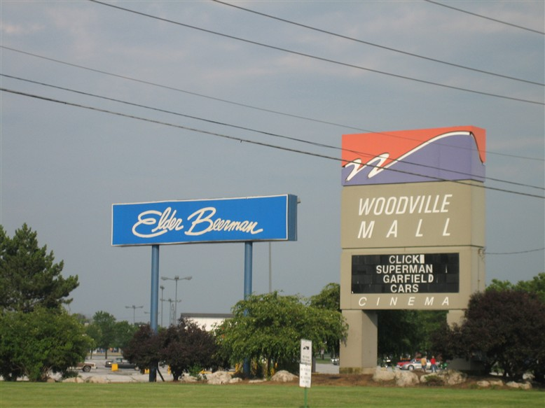 Woodville Mall pylon in Northwood, OH