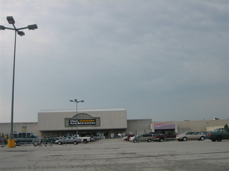 Woodville Mall; Northwood, Ohio | Labelscar