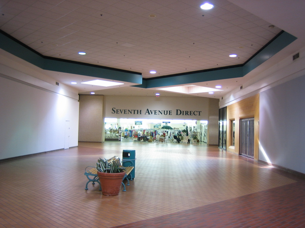 machesney park mall machesney park illinois labelscar machesney park mall seventh avenue direct 2005 in machesney park il