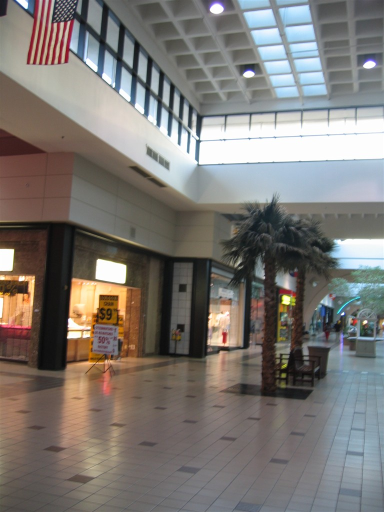 Arlington Highlands Lifestyle Center. Shop, Dine, Work, Play, Stay - in central DFW Metroplex location. Bring the Family. Tourist Attractions Nearby.