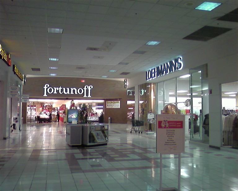 Fortunoff at Wayne Town Center in Wayne, New Jersey