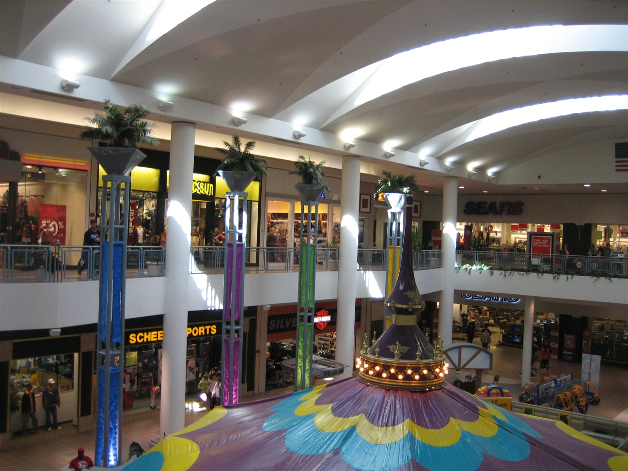 Images: Crossroads Mall