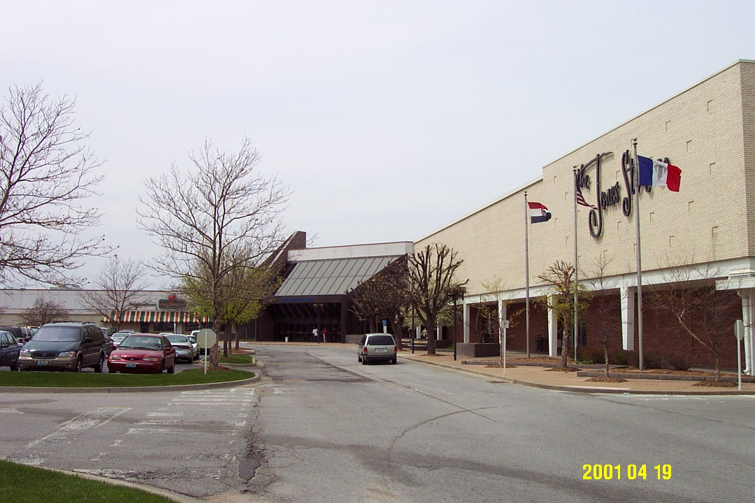 Blue Ridge Mall Jones Store exterior in Kansas City, MO
