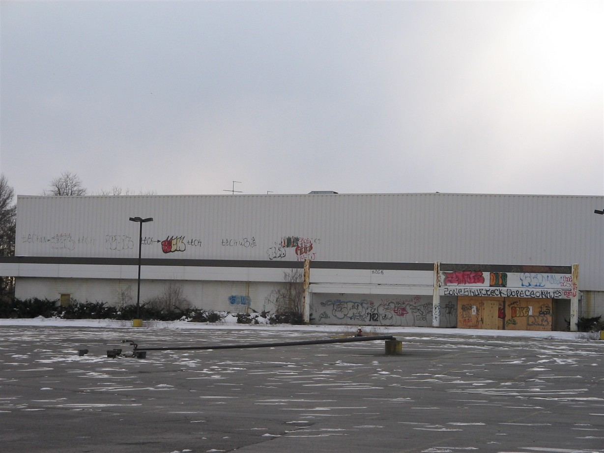 Abandoned Lechmere store behind former Northway Mall in Colonie, NY