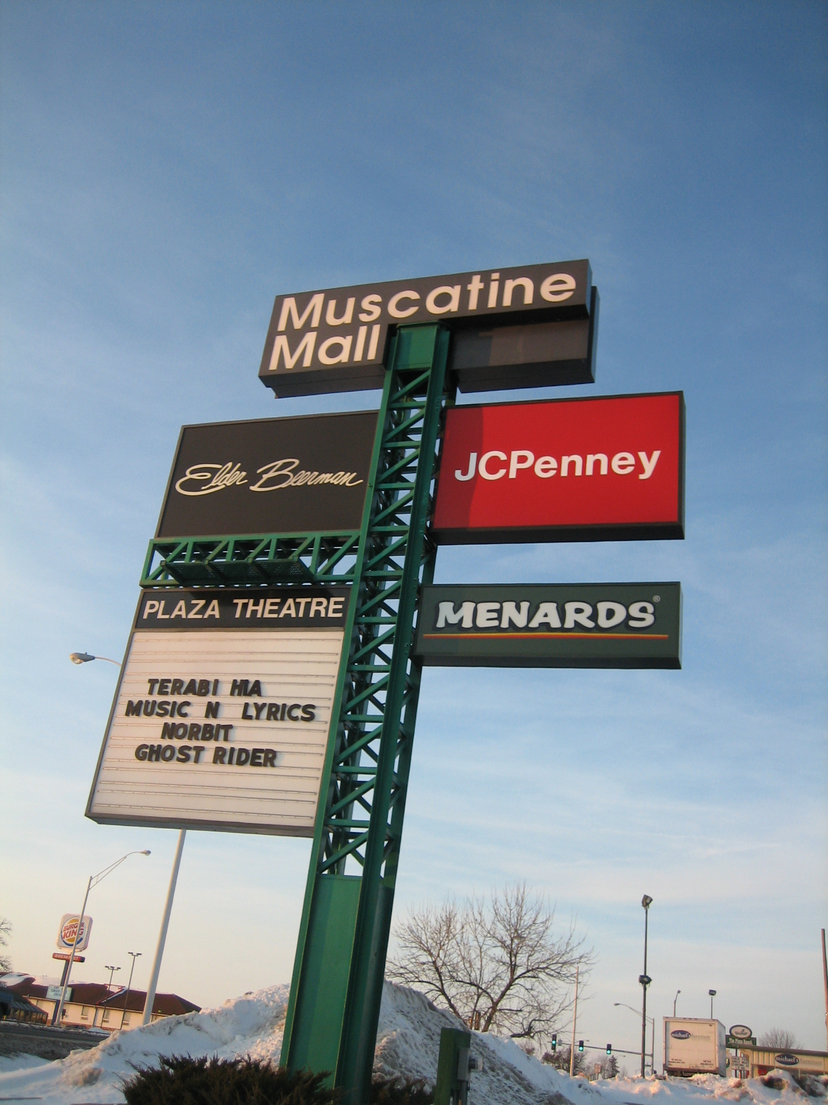 Muscatine Mall pylon in Muscatine, IA
