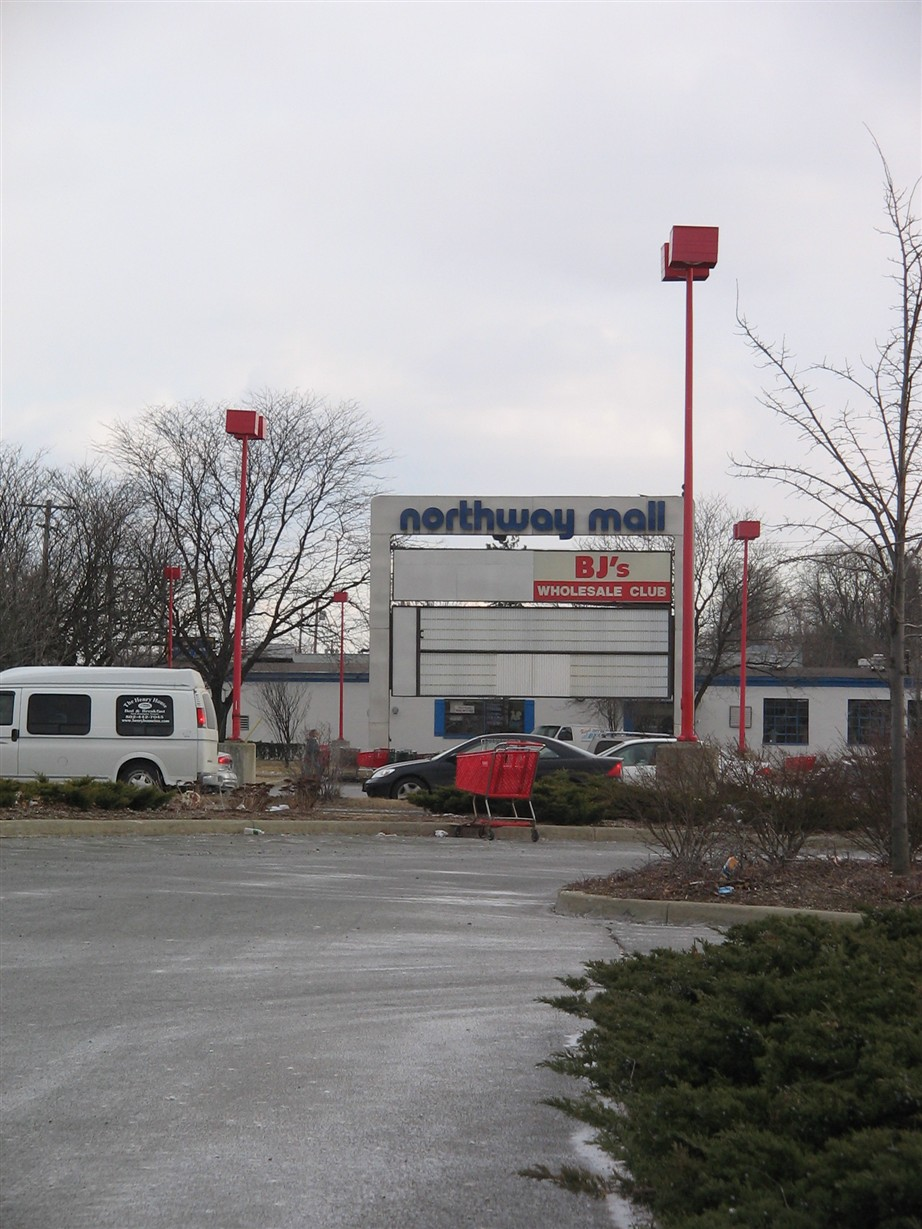 Pylon for the former Northway Mall, as it remains nearly 10 years after the mall closed