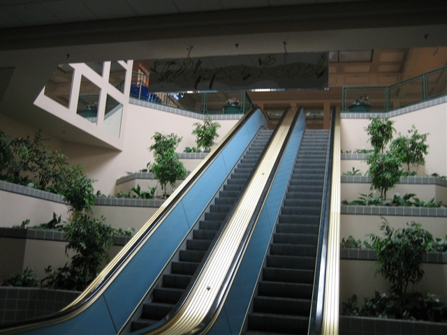 Kennedy Mall escalator to nowhere in Dubuque, IA