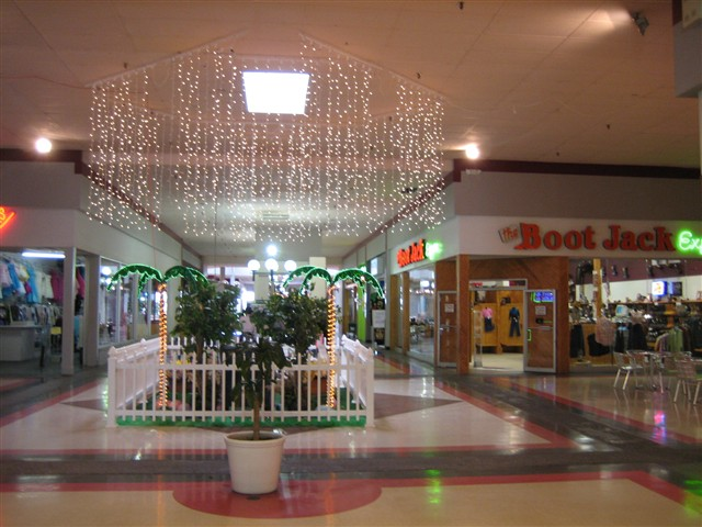 El Centro Mall center court in Pharr, TX