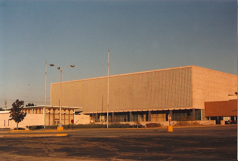 Former Stix, Baer, & Fuller store at River Roads Mall in October 1988
