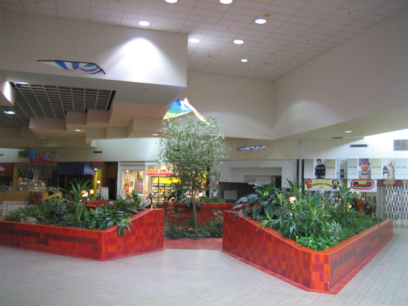 livonia-mall-02.jpg