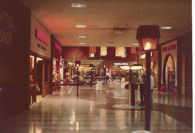 Il Deerbrook Mall Vintage Interior In Northbrook