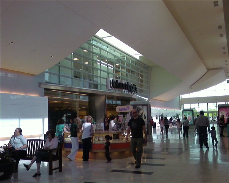 Bloomingdale's at Walt Whitman Mall in Huntington Station, New York, 2007