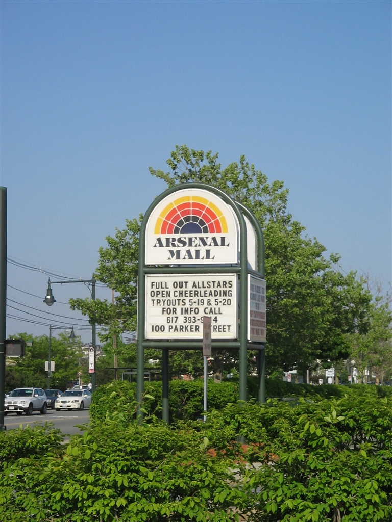 Arsenal Mall pylon in Watertown, Massachusetts, May 2007
