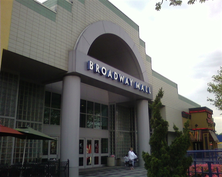 Broadway Mall main entrance in Hicksville, NY
