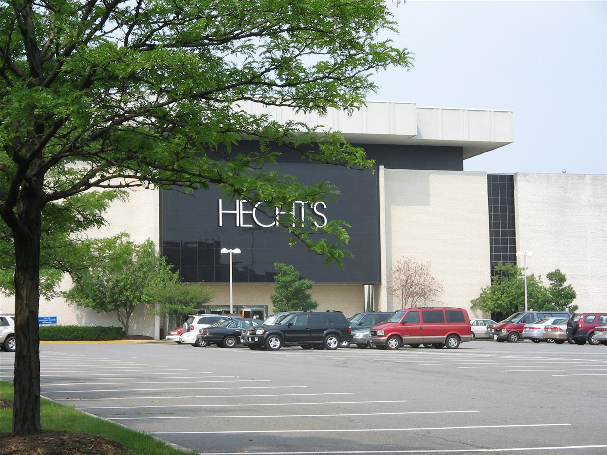 Hecht's at Landmark Mall in Alexandria, Virginia, July 2006