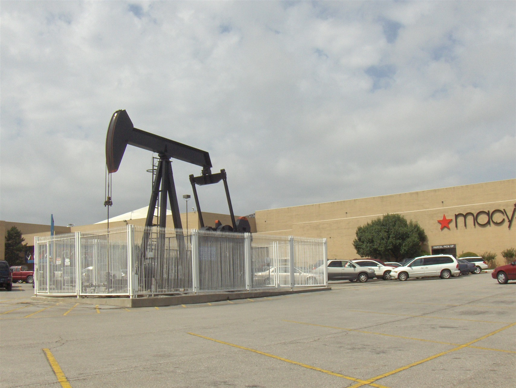 Crossroads Mall oil well in Oklahoma City, OK