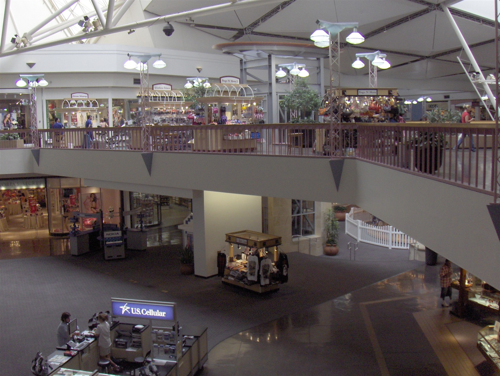 Shopping in Oklahoma City Fuel a fun-filled shopping trip through Oklahoma City's Quail Springs Mall with a delicious meal at BJ's Restaurant & Brewery or one of the casual sit-down restaurants 0549sahibi.tkon: West Memorial Road, Oklahoma City,