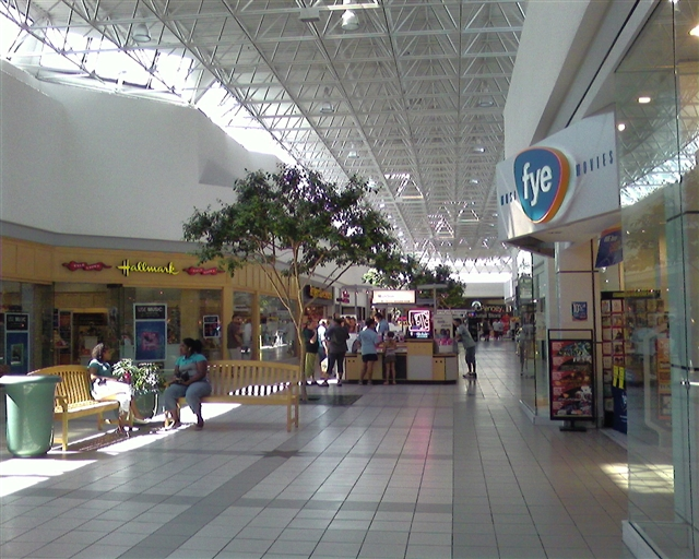 A unique collection of upscale apparel and specialty retail shops, restaurants and cafes. Great Shopping. Always Nearby.