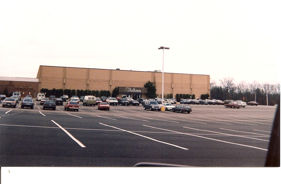 Cloverleaf Mall Thalhimers in 1992