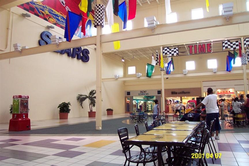 Movie Theater Fashion Square Mall Shameless Season 2