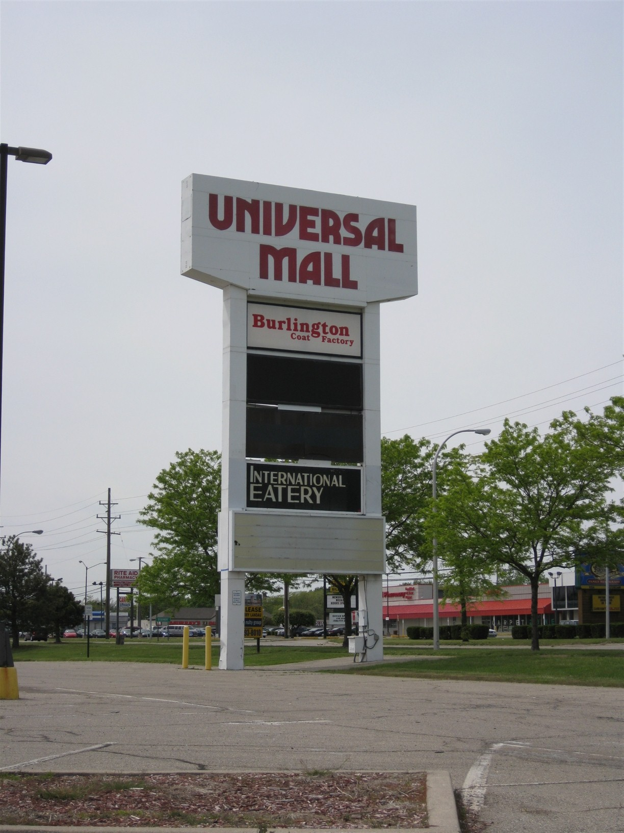 Universal Mall pylon in Warren, MI