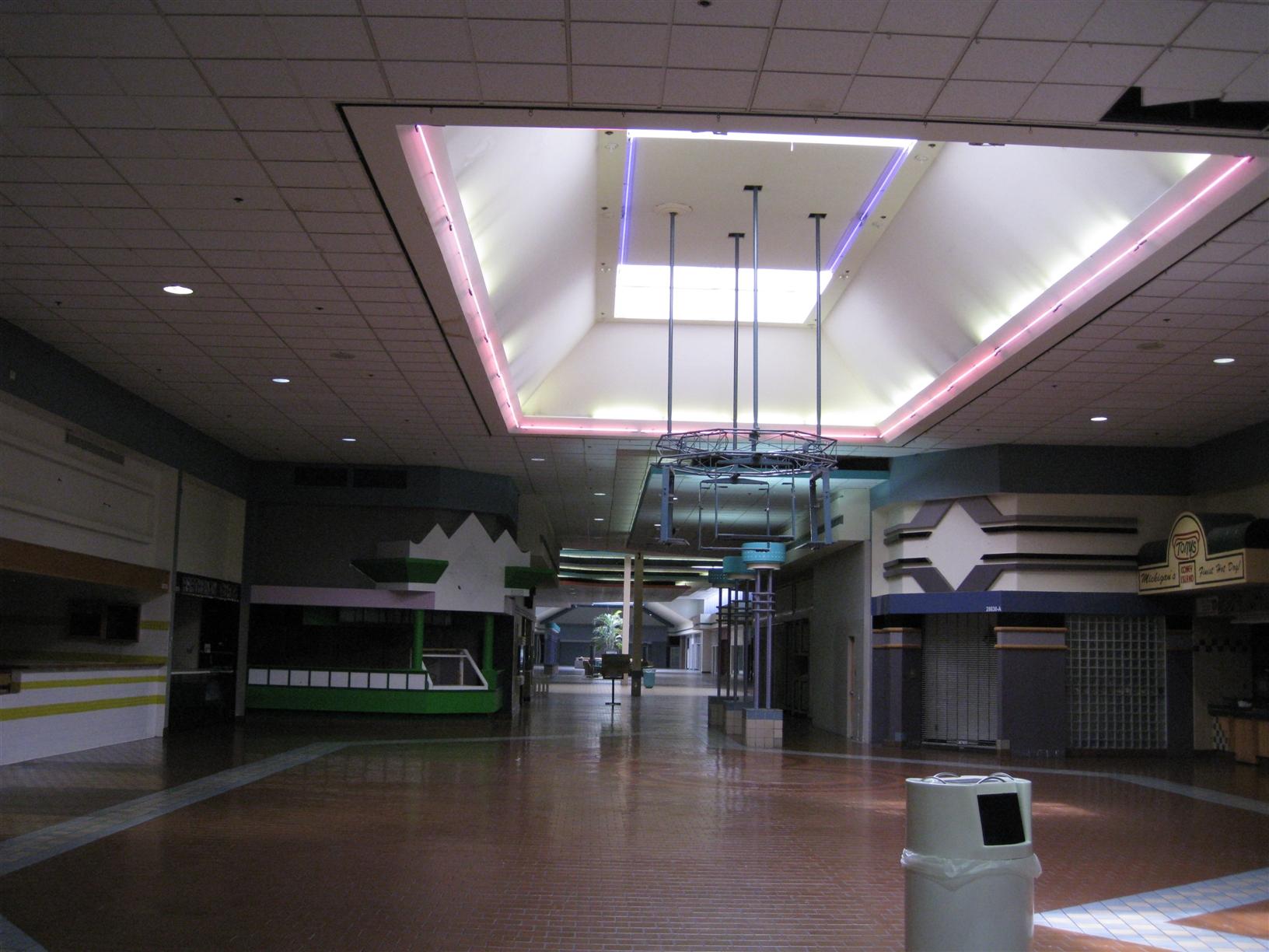 Labelscar The Retail History Bloguniversal Mall Warren