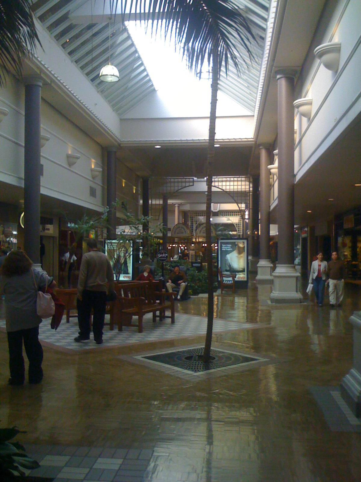 Northgate Mall is a shopping mall located in San Rafael, California, 15 miles (24 km) north of the Golden Gate Bridge. It's the largest of three shopping centers in San Rafael called Northgate. It is managed by The Macerich obmenvisitami.tk of stores and services:
