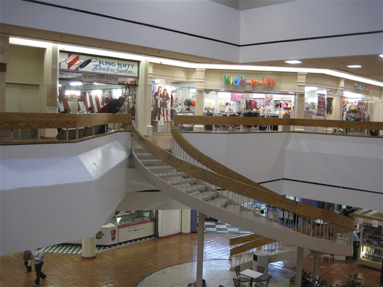 Find all sales and deals at Southwest Plaza. Check out the current sales for fashion, beauty, dining and more at our shopping mall in Littleton, CO.
