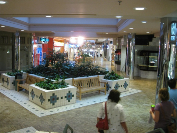 holiday-village-mall-15