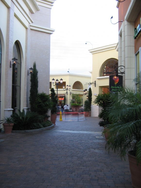 Huntington-Beach-Mall-11